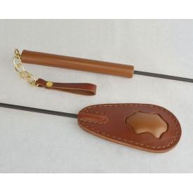 Коричневый стек с кожаным шлепком и рукоятью - 65 см.